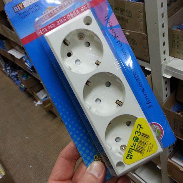 코텍  접지노출3구 콘센트 K-755/멀티탭/전선플러그